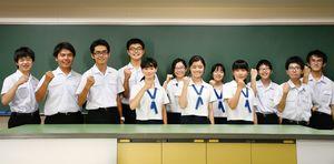 特徴ある研究を続ける、佐賀西高校の自然科学部メンバー=佐賀市の佐賀西高校