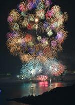 16日、伊万里湾大花火 3尺玉な…