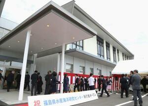 完成した福島県水産海洋研究センターの新庁舎=17日午前、福島県いわき市