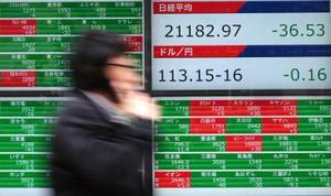 11日、日経平均株価の下落を表示する証券会社のボード=東京都内(AP=共同)