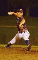 杵藤消防-かしまヤンガース 杵藤消防先発の諸岡宏人。4回に本塁打を放つなど投打で活躍した=鹿島市民球場