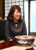 「料亭綾」と呼ばれるほど料理上手だった母親の綾子さんの思い出を振り返った蒲池桃子さん=西松浦郡有田町の賞美堂本店