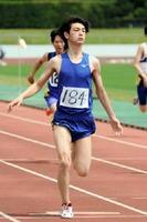 陸上男子100㍍決勝 11秒64で優勝した伊万里商の田上輝=県総合運動場陸上競技場