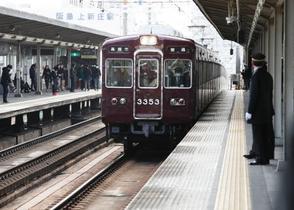 線路に転落、電車と接触死