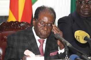 ジンバブエ、ムガベ大統領が辞任