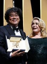 カンヌ映画祭、最高賞に韓国作品