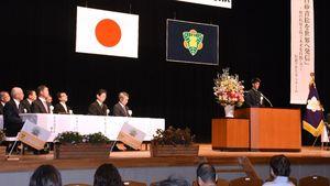 在校生など約500人で祝った唐津南高の創立70周年記念式典=唐津市民会館