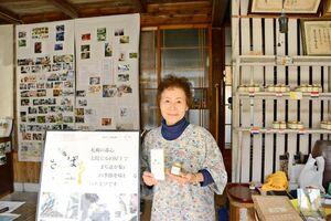 佐賀の蜂と養蜂から始まった「サッポロ・ミツバチ・プロジェクト」を紹介する多久島和子さん=神埼市神埼町