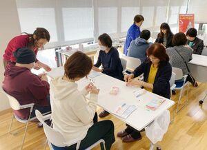 「アピアランスケア」について学んだ講座=佐賀市の西九州大グループ健康支援センター