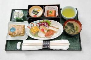 国内線ファーストクラスで提供される機内食(夕食)