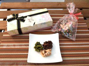 あびによんが発売した「チョコかりん」。ホワイト、ミルク、抹茶の3種類の味が楽しめる