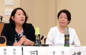 トークセッションで司会を務めた橋本みきえ西九州大准教授と、菊池清美筑後いずみ園施設長(右)=神埼市の西九州大神埼キャンパス