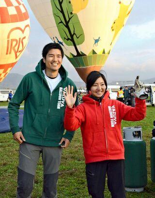 <バルーンフェスタ>藤田選手、妻と「地元V」