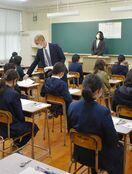 """児童1218人""""サクラ咲け"""" 県立中4校で入試"""