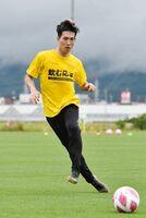 トレーニングキャンプ初日から軽快な動きを見せる小林祐希=佐賀市健康運動センター