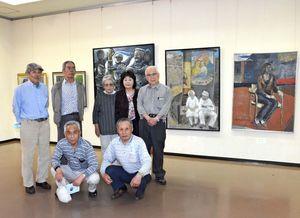 人物画や静物画、風景画の力作約50点が並ぶ「土曜の星」洋画展=佐賀市の佐賀県立美術館