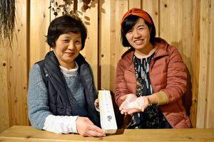 地元産ウバユリ粉を使った干菓子「ゆり湯」。昔ながらの原料を復活させた=佐賀市内