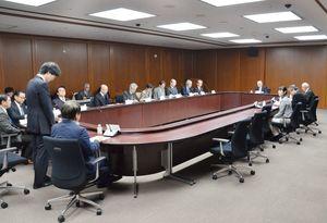 佐賀県医療センター好生館の第3期中期計画を承認した評価委員会=県庁
