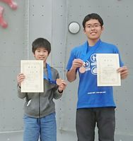 そろって3位入賞を果たした男子ユースAの靏本直生(右・多久高)と同ユースCの通谷律(大坪小)=鳥取県の倉吉体育文化会館