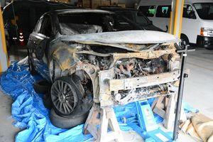 全焼した唐津署の捜査車両=唐津警察署