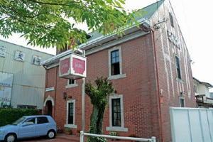 40年にわたって親しまれた赤れんが造りの店舗=佐賀市駅前中央