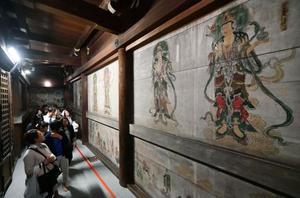特別拝観が始まった仁和寺観音堂の壁画=15日午後、京都市