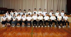 都道府県対抗中学バレーボール大会の佐賀県代表に選ばれた24人の選手たち=佐賀市の大和中体育館