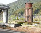 給水塔をライトアップ クリスマスムード盛り上げ