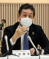 知多製造所の停止について記者会見する、ENEOSの大田勝幸社長=27日午後、愛知県知多市