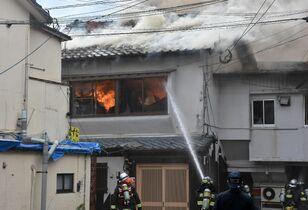 唐津市材木町で店舗兼住宅を全焼 …