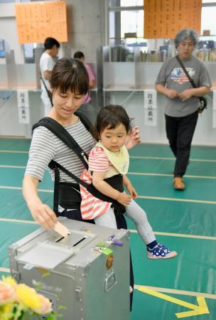 東京都議選、投票始まる