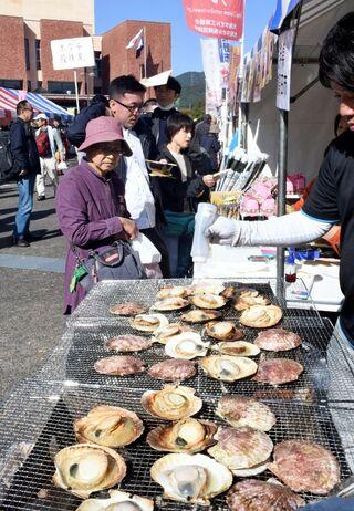 武雄の食、人気店に列 17日まで「物産まつり」