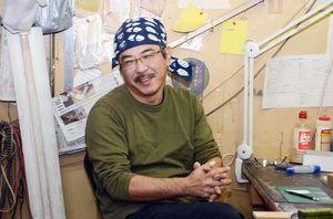 連続テレビ小説「わろてんか」の主題歌で使われたギターを制作した合瀬潤一郎さん