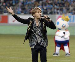 Jリーグ初の平日開幕戦には東方神起の元メンバーで歌手のジェジュンさんも訪れ、ハーフタイムを盛り上げた
