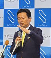 定例記者会見で、九州新幹線長崎ルートなどの質問に答える山口祥義知事=佐賀県庁