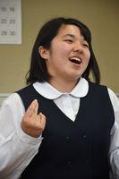 総文祭や夏の大会に向け、「作詞した人の思いを伝えられるよう表現したい」と意気込む佐賀西高3年の野中杏さん=佐賀市の同校