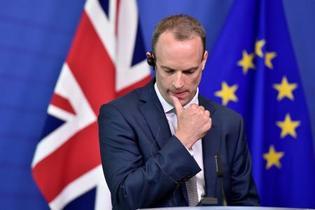 英、EU離脱相ら4人辞任