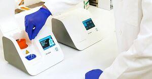 米アボット・ラボラトリーズが開発した新型コロナウイルスの検査機器(同社提供・共同)