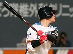 4回日本ハム1死一、二塁、清宮が中越えに今季初本塁打となる3ランを放つ=札幌ドーム