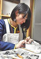 張り子の恵比寿作りに挑戦 スキッピー卒業記念