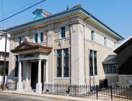 復元工事が終わり、大正当時の姿が再現された旧古賀銀行神埼支店(神埼市提供)