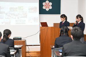 海外研修について報告する生徒=佐賀県庁