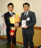 峰選手SG優勝報告 市に100万円寄付