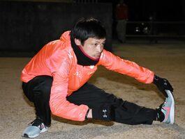 佐賀豪雨の被災者に元気を与える走りを期す木寺光昭選手。自らも自宅が浸水被害に遭った=武雄市の白岩競技場