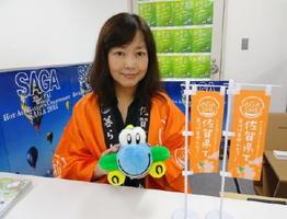 佐賀県が東京に「さが移住サポートデスク」を開設。専任コーディネーターの矢野理恵子さんが相談に乗る=東京・有楽町の交通会館8階