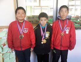 佐賀市北川副小グラウンドゴルフ・クラブ活動で表彰を受けた選手たち