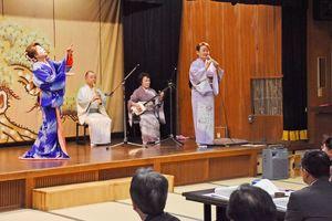 佐賀の民謡「梅ぼし」が披露された「梅ぼしまつり」=佐賀市の楊柳亭