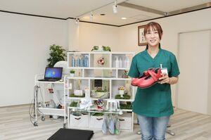 「足のことで悩んでいる人はまずは相談を」と呼び掛ける井上祐子代表=佐賀市の「足のナースステーション ハイファイブ」