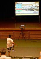 「ディグスポーツ」を使って50メートル走のタイムを計測する子ども