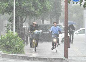 佐賀県内、10日も激しい雨 相次…